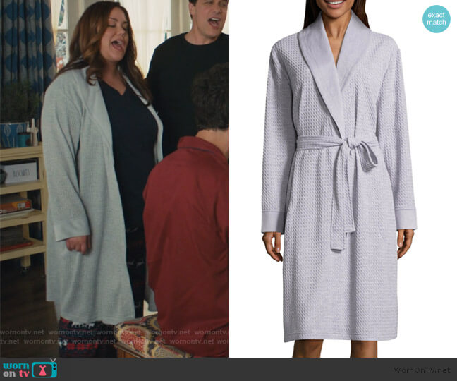 Spa Robe by Liz Claiborne worn by Katie Otto (Katy Mixon) on American Housewife