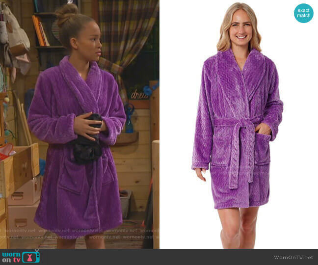 Plush Fleece Chevron Bathrobe by Silver Lilly worn by Ava (Shelby Simmons) on Bunkd