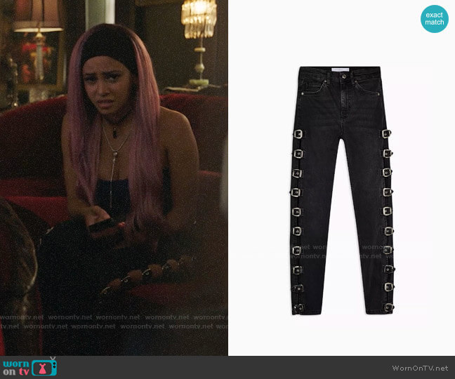 Topshop Washed Black Buckle Jamie Jeans worn by Toni Topaz (Vanessa Morgan) on Riverdale