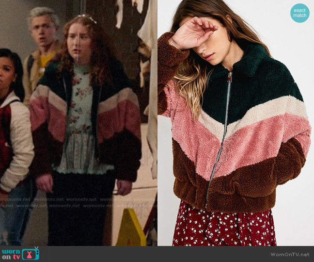 UO Pink Chevron Teddy Crop Jacket worn by Ashlyn (Julia Lester) on High School Musical The Musical The Series