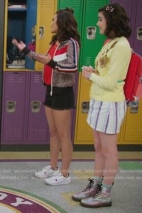 Hannah's yellow cardigan and glitter boots on Alexa & Katie