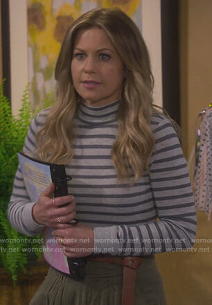 DJ's gray striped mock neck top on Fuller House