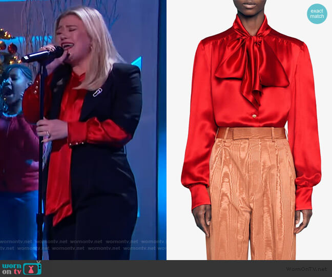 Pussy-bow Neck Blouse by Gucci worn by Kelly Clarkson  on The Kelly Clarkson Show