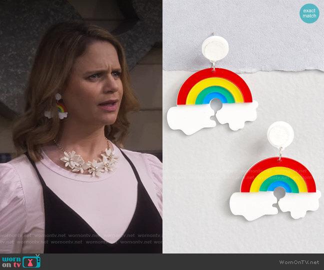 Artistic Arc Rainbow Earrings by Modcloth worn by Kimmy Gibbler (Andrea Barber) on Fuller House