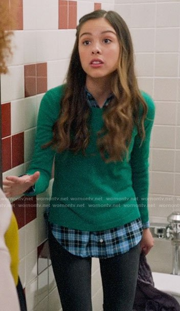 Nini's green sweater on High School Musical The Musical The Series