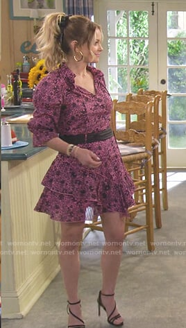 DJ's pink floral blouse and skirt on Fuller House