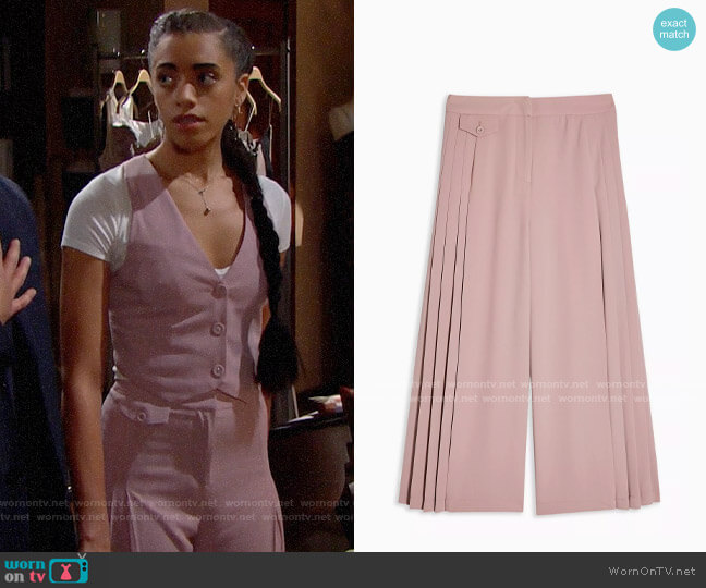 Topshop Blush Pleated Crop Wide Leg Pants worn by Zoe (Kiara Barnes) on The Bold & the Beautiful