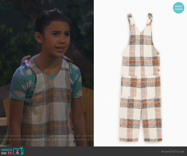 Relaxed Fit Overalls by Zara worn by Gwen (Scarlett Estevez) on Bunkd