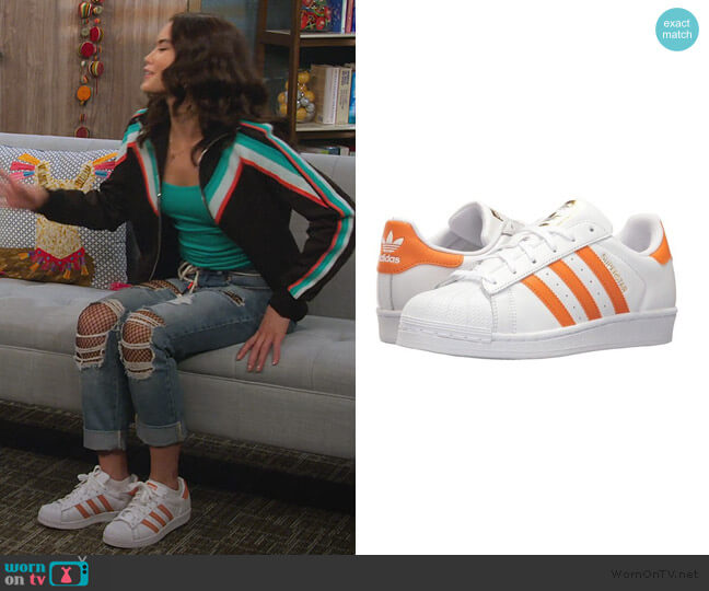 White Superstar Sneakers by Adidas worn by Alexa Mendoza (Paris Berelc) on Alexa & Katie