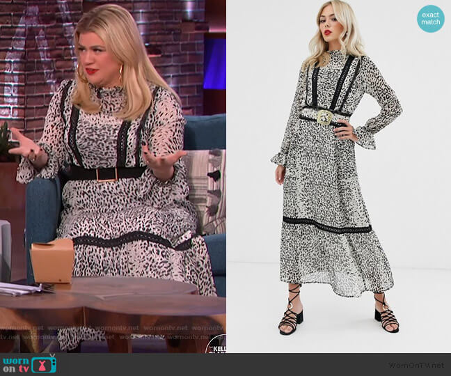 lace insert maxi dress with buckle belt in leopard print by ASOS worn by Kelly Clarkson  on The Kelly Clarkson Show
