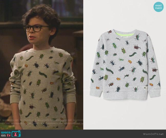 Patterned Sweatshirt by H&M worn by Matteo Silva (Raphael Alejandro) on Bunkd