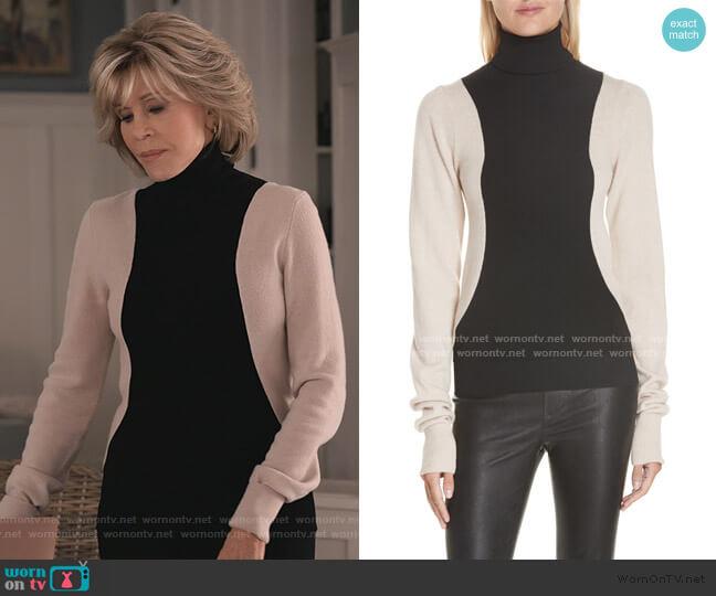Colorblock Wool Blend Turtleneck Sweater by Helmut Lang worn by Grace (Jane Fonda) on Grace & Frankie