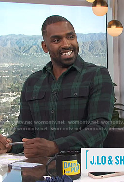 Justin's green plaid flannel shirt on E! News Daily Pop