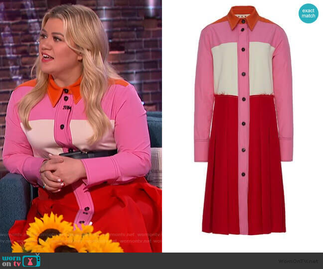 Pleated Color Block Crepe Midi Dress by Marni worn by Kelly Clarkson  on The Kelly Clarkson Show