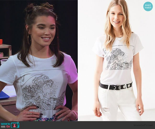 Wave Tee by Future State worn by Alexa Mendoza (Paris Berelc) on Alexa & Katie
