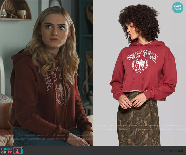 Cropped Hoodie New York Graphic by Wild Fable at Target worn by Taylor Otto (Meg Donnelly) on American Housewife