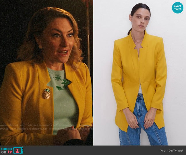 Zara Inverted Lapel Frock Coat  worn by Alice Cooper (Mädchen Amick) on Riverdale