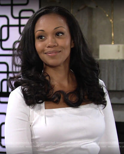Amanda's white square neck top on The Young and the Restless