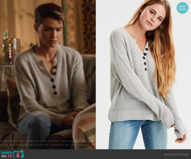 AE Oversized Henley Pullover Sweater worn by Kate Kane (Ruby Rose) on Legends of Tomorrow