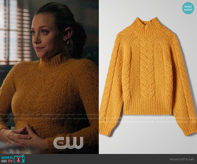 Aritzia Sunday Best Melly Sweater in Cairo Gold worn by Betty Cooper (Lili Reinhart) on Riverdale