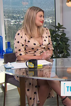 Carissa's beige polka dot ruched dress on E! News Daily Pop