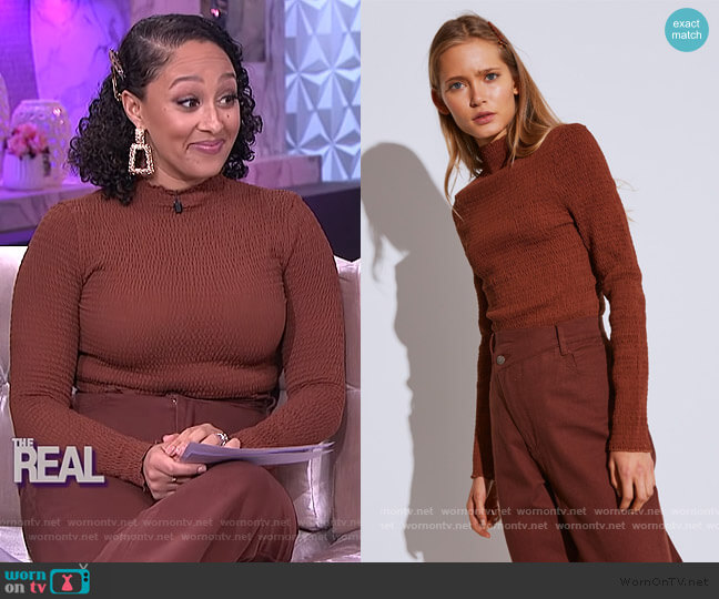 Rapidity Long Sleeve Top and Between the Lines by C/Meo Collective worn by Tamera Mowry  on The Real