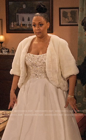 Cocoa's wedding dress on Family Reunion