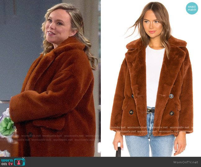 Free People Kate Faux Fur Coat worn by Kristin Baxter (Amanda Fuller) on Last Man Standing