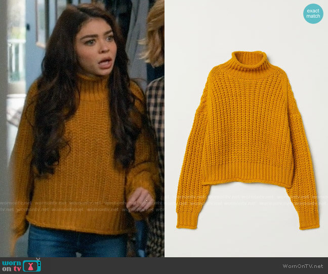 H&M Ribbed Turtleneck Sweater in Dark Yellow worn by Haley Dunphy (Sarah Hyland) on Modern Family
