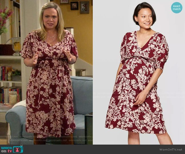 Ingrid & Isabel Floral Print Short Sleeve V-Neck Dress worn by Kristin Baxter (Amanda Fuller) on Last Man Standing