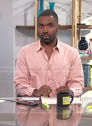 Justin's pink shirt on E! News Daily Pop
