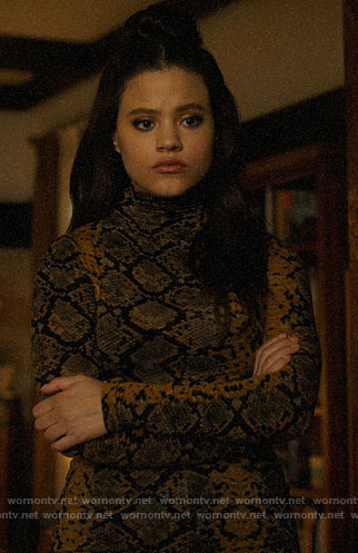 Maggie's yellow snake print top on Charmed