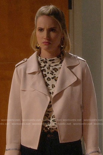 Mandy's leopard print top and pink jacket on Last Man Standing