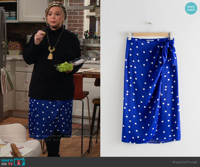 & Other Stories Satin Knot Tie Midi Wrap Skirt worn by Kristin Baxter (Amanda Fuller) on Last Man Standing