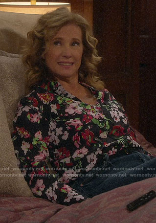Vanessa's black floral blouse on Last Man Standing