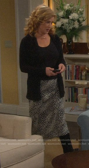 Vanessa's black and white leopard print skirt on Last Man Standing