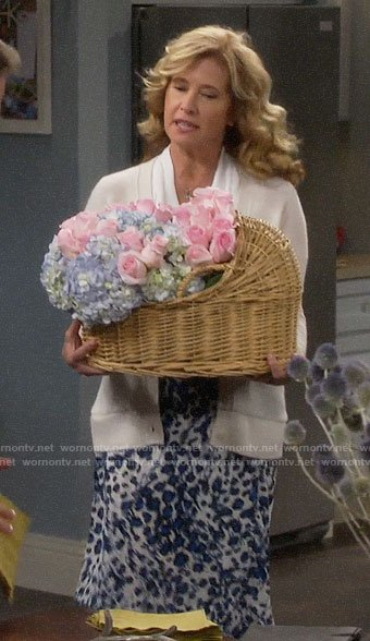 Vanessa's blue leopard print skirt on Last Man Standing