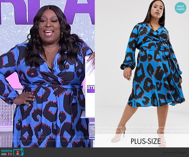 Plus wrap front midi dress in abstract print by Flounce London worn by Loni Love  on The Real