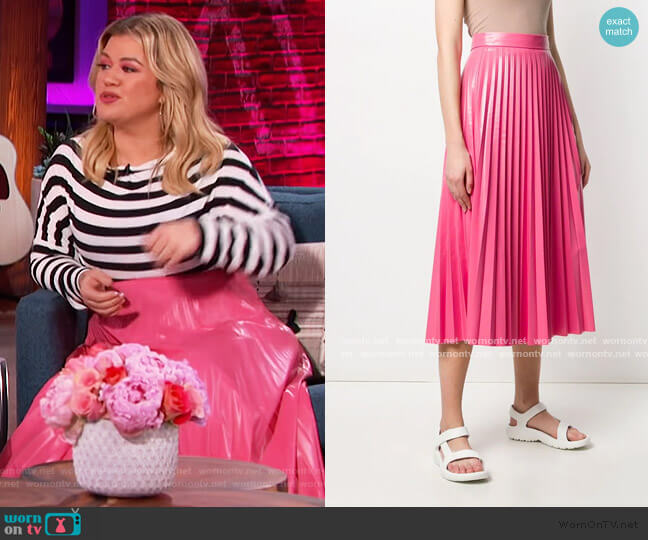 Glossy-effect Pleated Midi Skirt by MM6 Maison Margiela worn by Kelly Clarkson  on The Kelly Clarkson Show