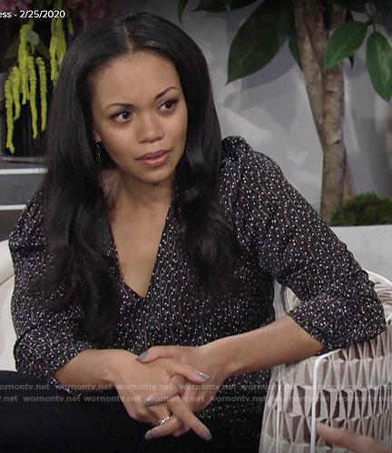 Amanda's black printed v-neck top on The Young and the Restless