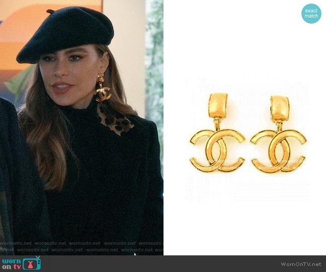 Chanel Logo Earrings worn by  Gloria Pritchett (Sofia Vergara) on Modern Family