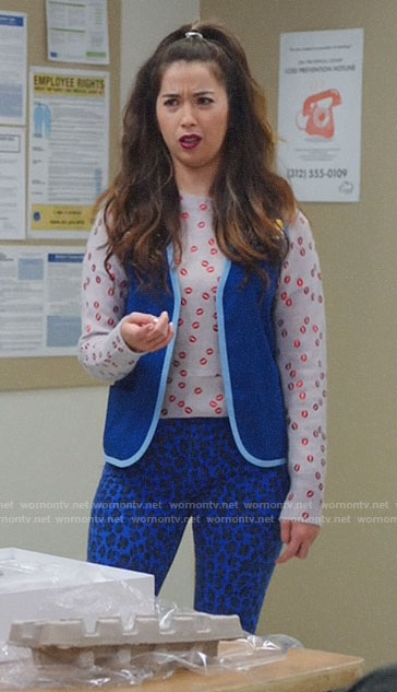 Cheyenne's lips print sweater and blue leopard jeans on Superstore