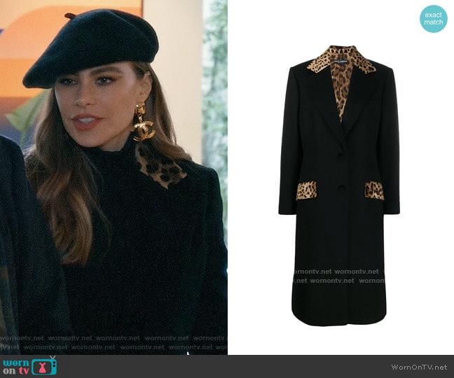 Dolce & Gabbana Tailored leopard print panel coat worn by  Gloria Pritchett (Sofia Vergara) on Modern Family
