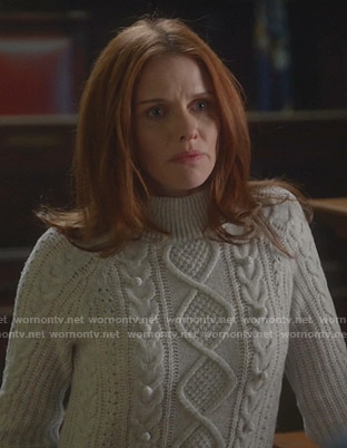Elizabeth's white cable knit sweater on Bull