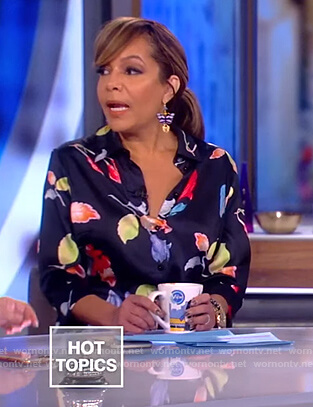 Sunny's navy floral shirtdress on The View