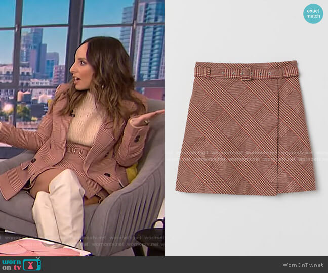 Skirt with Belt by H&M worn by Lilliana Vazquez  on E! News