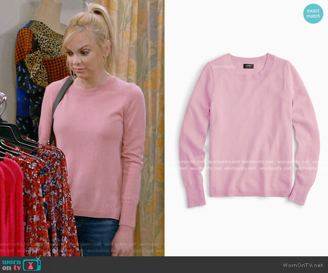 J. Crew Long-sleeve everyday cashmere crewneck sweater worn by Christy Plunkett (Anna Faris) on Mom
