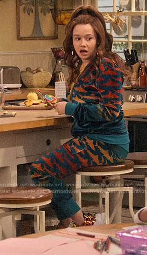 Jade's velvet shark print hoodie and pants on Family Reunion