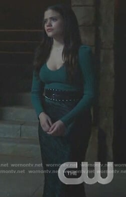 Maggie's green sweater and stripe skirt on Charmed