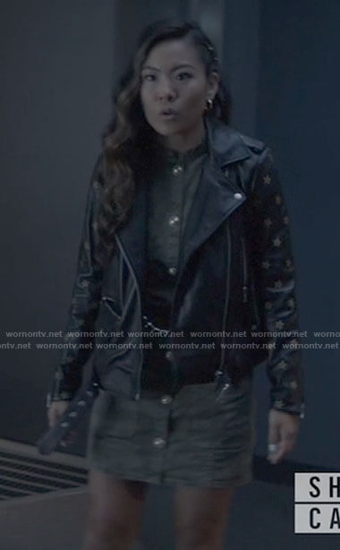 Mary's leather jacket with star sleeves on Batwoman